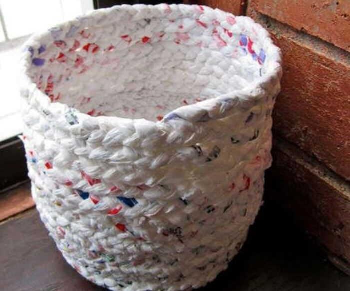 Cestas tejidas a partir de bolsas plásticas