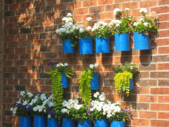 Floreros con latas de aluminio